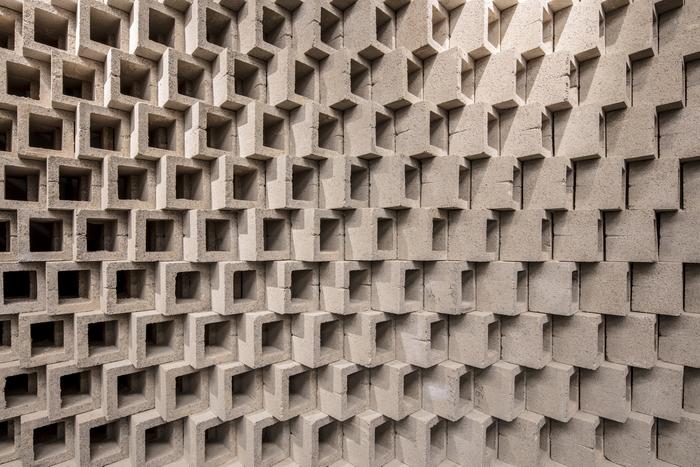 07 vondelgym oost concrete blocks lowres tank interior design tommy kleerekoper sanne schenk 14